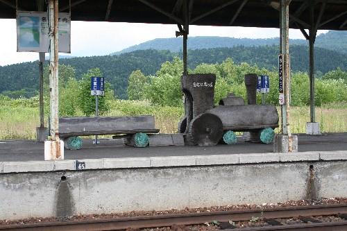 SL形のベンチ